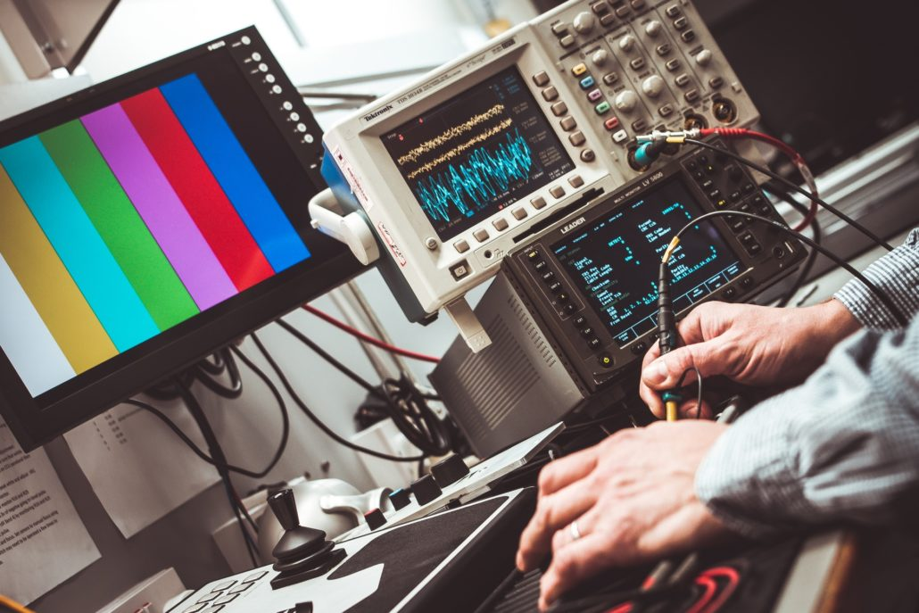 ¿A qué pruebas se somete un grupo electrógeno?